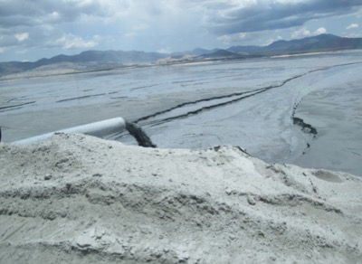 Slurry tailings discharge into a tailings storage facility at a gold mine in North America (Credit: Chris Bareither)